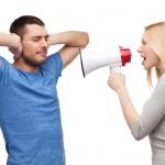 5 הדרכים המעצבנות ביותר שגברים מתחילים עם נשים